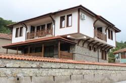 Къща за гости в село Мезек – Я елате, пиленца, при батко