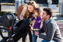 Детската количка е автомобилът на бебето